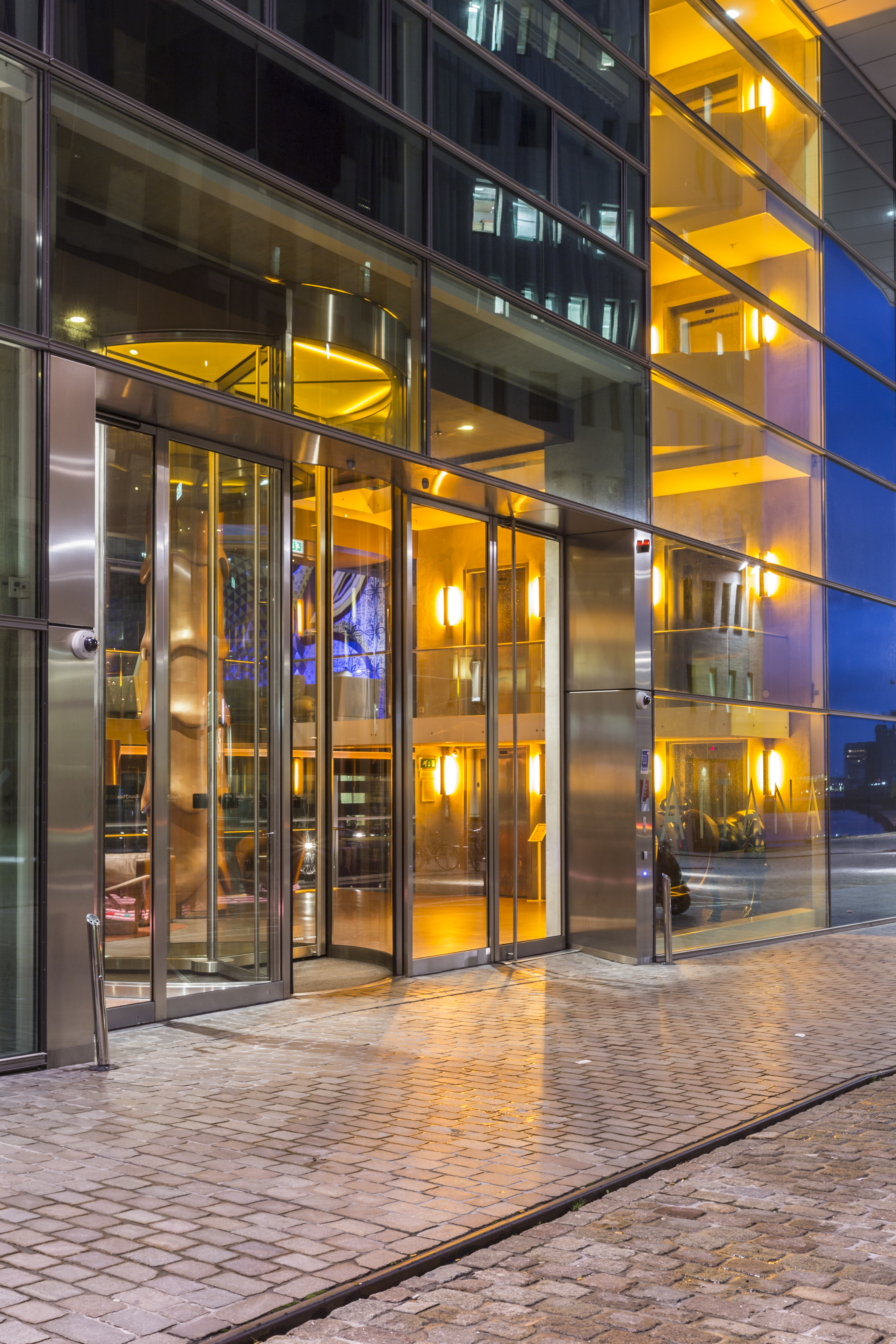 Room mate hotel automatic revolving door for Room mate amsterdam
